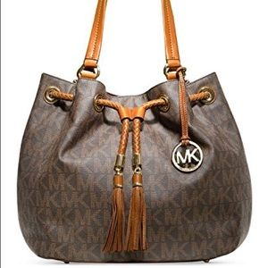 Mk purse. EXACTLY like this picture.